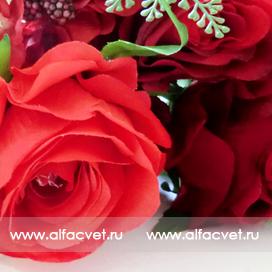 букет роз с добавкой фиалка цвета красный 4