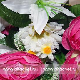 камелии, лилии, герберы цвета малиновый с белым 64