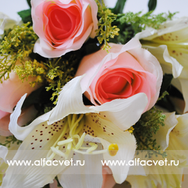 розы и лилии цвета белый с розовым 19
