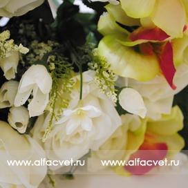 розы и орхидеи цвета белый с желтым 13