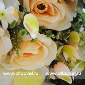 розы и орхидеи цвета кремовый с белым 40
