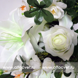 роза-лилия цвета белый 6