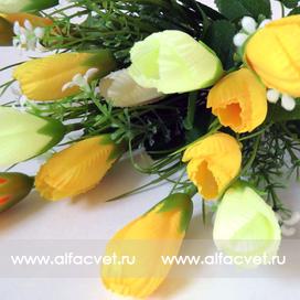 букет тюльпанов с добавкой травка-ромашка цвета белый с желтым 36